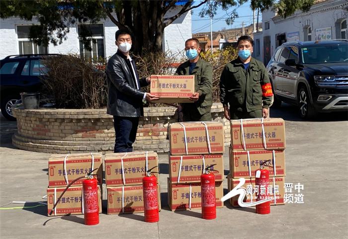 昔阳:90后退役军人火热爱心捐赠消防器材